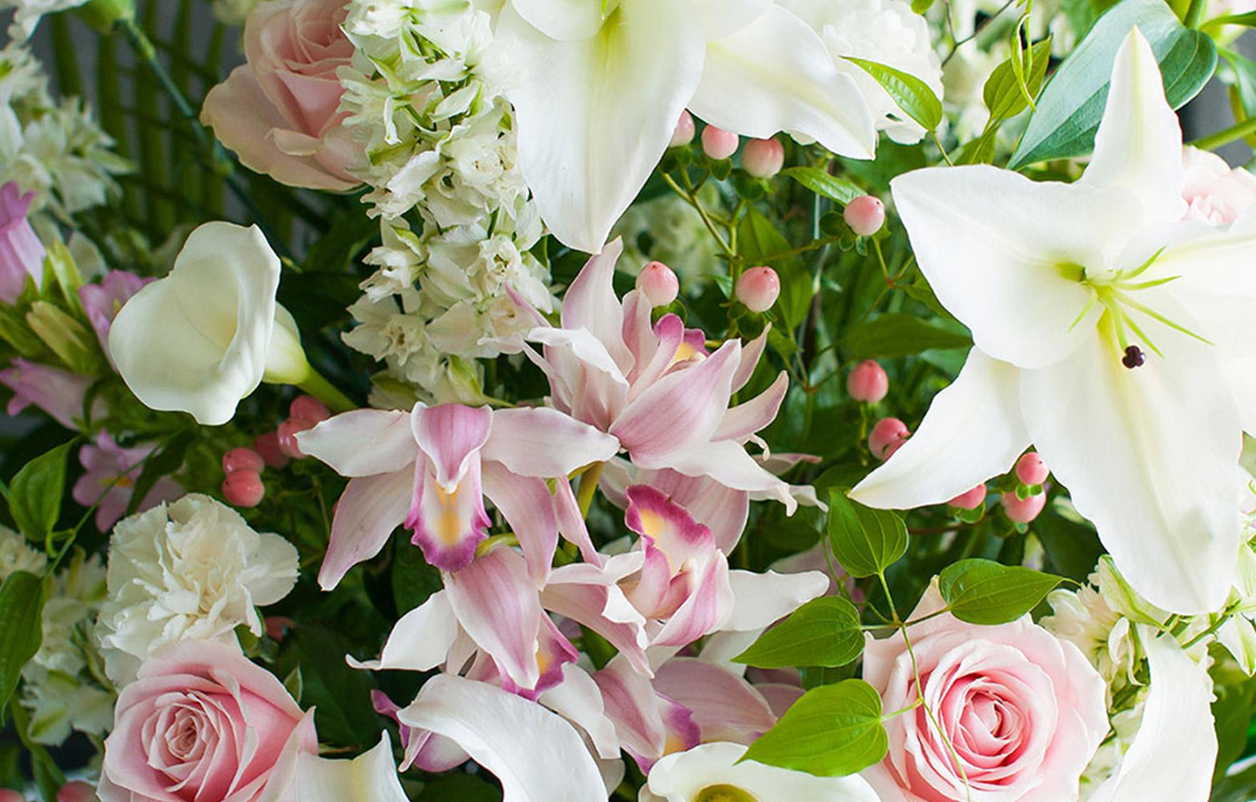 ピンク色のお花を入れた四十九日のお供え花