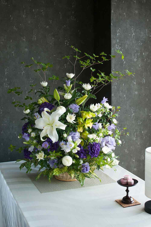 【ご自宅お供え用 アレンジメント】お供え花 すみれ(紫) Mサイズ 高さ約70cm